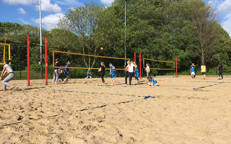 Beachvolleybal is begonnen